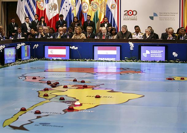 XXI Cumbre Iberoamericana de Presidentes y Jefes de Gobierno que se celebró en Asunción (Paraguay, 29/10/2011).