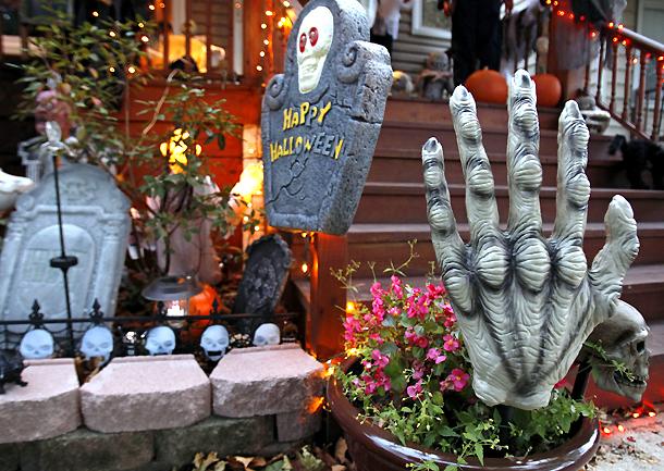 Decoración de una casa en Chicago (Illinois) con motivo de la fiesta de Halloween (EE. UU., 21/10/2012)