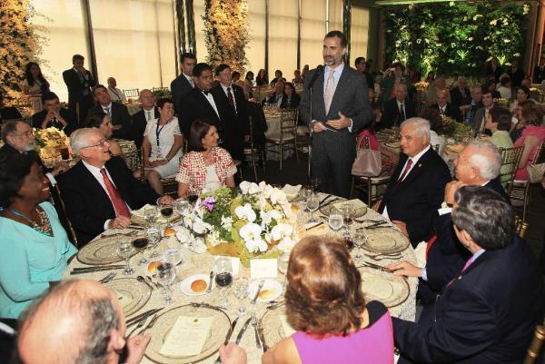 El príncipe de Asturias, Felipe de Borbón, durante el almuerzo. Foto: Efe/Alejandro Bolívar