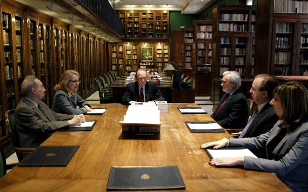 José Manuel Blecua preside la reunión en la sede de la RAE. Foto: ©Agencia Efe/J.J. Guillén