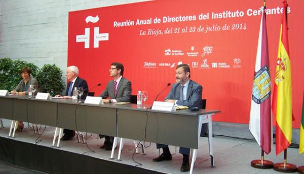 Fuente: Gob. La Rioja. Los consejeros de Educación, Cultura y Turismo, Gonzalo Capellán, y Presidencia y Justicia, Emilio del Río, participan en el acto de clausura de la reunión.