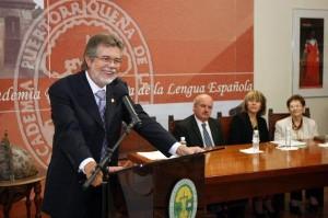 El director de la Academia Puertorriqueña de la Lengua Española, José Luis Vega, durante la conferencia «La lengua española en Puerto Rico: el rastro de su huella».