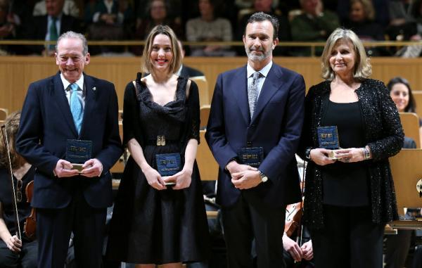 Los galardonados con los premios Efe Cultura:  Joaquín Müller (2d),  José Manuel Blecua (i), Isabel Suqué Mateu (2i), Carmen Mateu y la pianista Judith Jáuregui (d), en el Auditorio Nacional. Foto: ©Efe/Alberto Martín