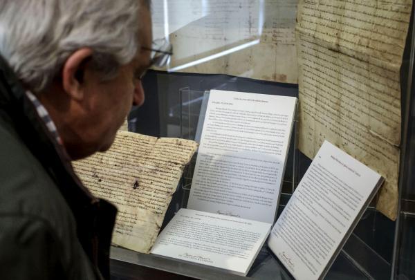 Exposición «Los orígenes del español II: De Valpuesta a Cardeña». ©EFE/Santi Otero