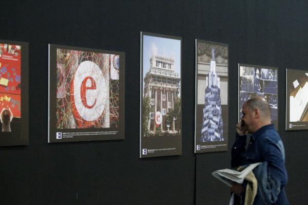 Exposición «Imágenes para palabras», organizada por la Agencia Efe en el Foro Internacional del Español. ©Efe/Víctor Lerena