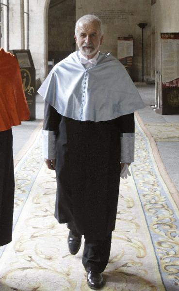 Fotografía de archivo del año 2012 del filólogo y académico Salvador Gutiérrez. ©Efe/J. M. García
