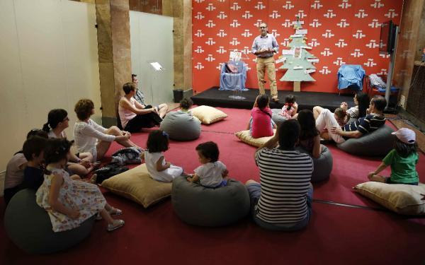 Taller de cuentos para niños, en  la sede madrileña del Instituto Cervantes. ©Efe/Paco Campos