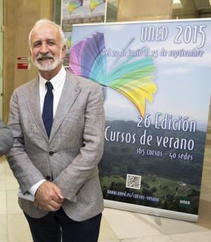 Salvador Gutiérrez, en la inaugurarción de  los XXVI Cursos de Verano de la UNED. ©Efe/Raúl Sanchidrián