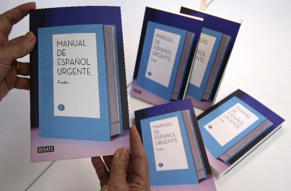 Ejemplares de la nueva edición del «Manual de español urgente». Foto: Efe/Ángel Díaz