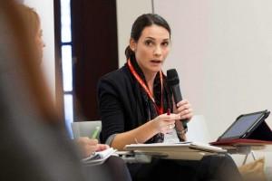 La presidenta de La Unión de Correctores UniCo, Beatriz Benitez, durante su intervención en el debate. ©Efe/Raquel Manzanares