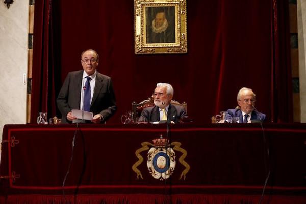 Mesa presidencial del Día de la Fundación pro-RAE.