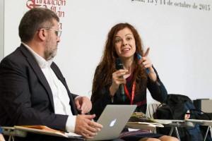 Intervención de Mar Abad, junto a Mario Tascón, en el debate 'Manuales de estilo clásicos en la era de internet'. Foto: ©Efe/Raquel Manzanares