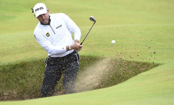 REINO UNIDO GOLF ABIERTO BRITÁNICO:UKM34 TROON (REINO UNIDO), 14/07/2016.- El golfista inglés Lee Westwood participa en la segunda ronda del Abierto Británico de golf que se disputa en Troon, Escocia (Reino Unido) hoy, 15 de julio de 2016. EFE/FACUNDO ARRIZABALAGA