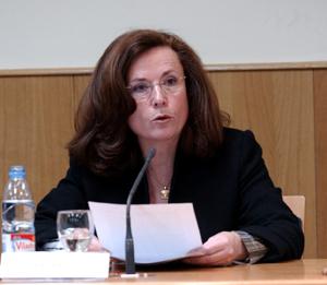 Aurora Egido, durante su intervención en el Congreso Internacional dedicado a Rafael Alberti (26/11/2003). Foto: © Efe/Kote Rodrigo Foto:
