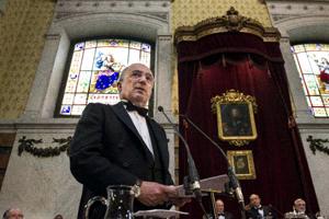 El jurista Santiago Muñoz Machado lee su discurso de ingreso en la RAE.  Foto: Efe/©Luca Piergiovanni