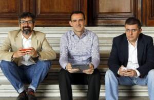 El escritor peruano Jorge Roncagliolo, el profesional 2.0 Óscar del Santo y el periodista Mario Tascón. Foto: Agencia Efe/Jiko Huesca