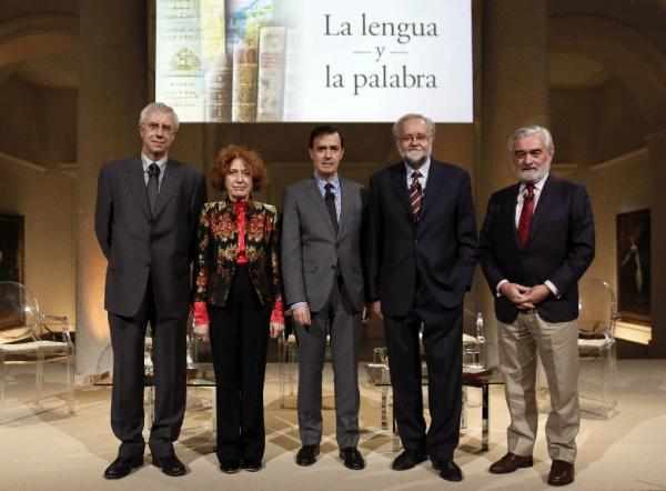 Rafael Pardo (c), junto a José Manuel Sánchez Ron, Carmen Iglesias, Ignacio Bosque y Darío Villanueva (de iz. a drcha.). Foto: © Efe