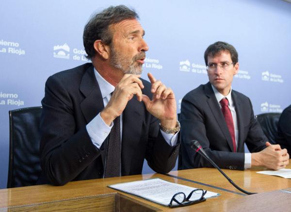 Joaquín Muller-Thyssen (i) y el consejero riojano de Cultura, Gonzalo Capellán (d), durante la presenteción del seminario. Foto: ©Efe/Abel Alonso