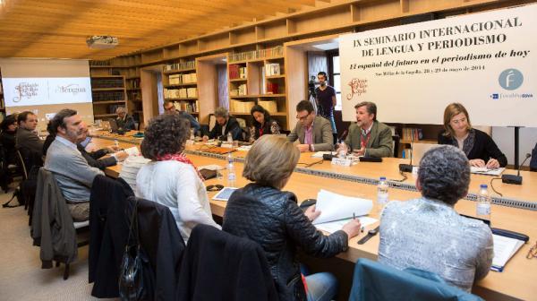 Participantes en la tercera mesa redonda del Seminario Internacional de Lengua y Periodismo. Foto: ©Agencia Efe/Raquel Manzanares