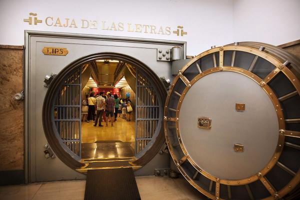 Visita guiada a la Caja de las Letras, con motivo del Día del Español. Foto: Efe/Instituto Cervantes/Héctor Ferrández Motos