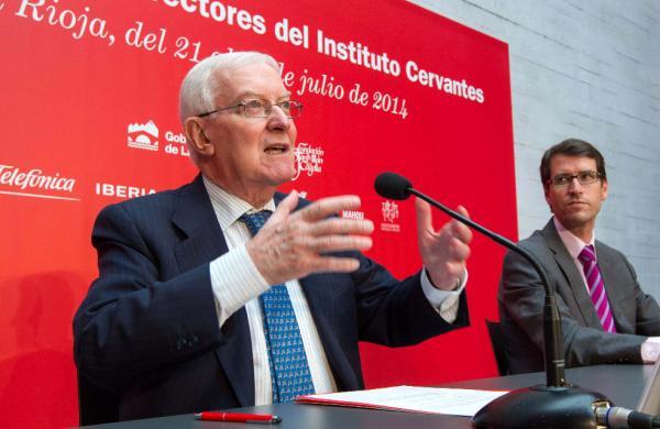 El director del Instituto Cervantes, Víctor García de la Concha (i), durante la rueda de prensa. Foto: © Efe/Raquel Manzanares