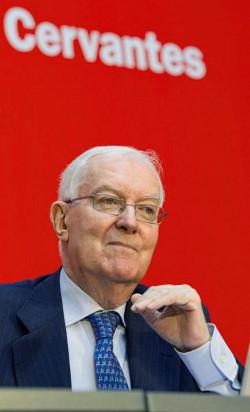 El director del Instituto Cervantes, Víctor García de la Concha, durante su intervención. Foto: © Efe/Raquel Manzanares