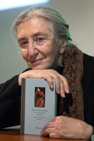 Clara Janés presentado la antología «Poesía y pensamiento» el pasado mes de marzo en Ávila. ©Efe/Raúl Sanchidrián