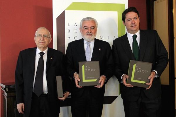 De izquierda a derecha: Manuel Seco, Darío Villanueva y Fernando Masaveu.