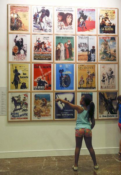 Carteles de películas de «El Quijote» en la jornada de puertas abiertas del Instituto Cervantes. Foto: ©Efe/Paco Campos