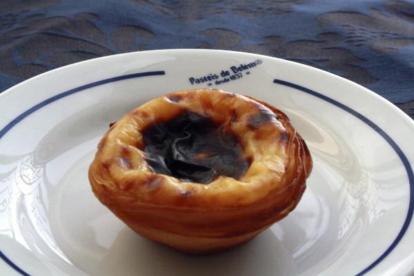 Fotografía facilitada por la cafetería Pastéis de Belém, de uno de los pasteles que elabora este establecimiento en Lisboa. Estos dulces de hojaldre y crema, convertidos ya en un emblema de la ciudad de Lisboa, solo se pueden degustar en la capital portuguesa. Foto: ©Agencia Efe