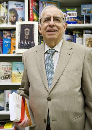 Foto de archivo del académico Manuel Seco durante la presentación de su «Nuevo diccionario de dudas y dificultades de la lengua española». ©Efe/Luca Piergiovanni
