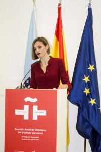 La reina Letizia pronuncia su discurso durante la apertura de la reunión anual de directores del Instituto Cervantes en la ciudad de la Cultura de Galicia en Santiago de Compostela. ©Agencia Efe/Óscar Corral