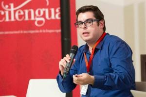 El presidente de Wikimedia, Santiago Navarro, en el debate «Manuales de estilo clásicos en la era de internet». Foto: ©Efe/Raquel Manzanares