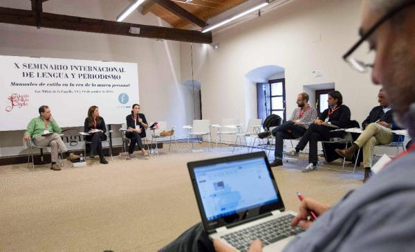 Participantes en el debate «Manuales de estilo clásicos en la era de internet». Foto: ©Efe/Raquel Manzanares