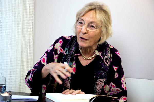 La escritora y académica Soledad Puértolas durante una entrevista con Efe en Ámsterdam. Foto: Archivo EFE /David Morales Urbaneja.